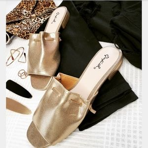 Shoes - 🆕️//The Gladys// gold sandal
